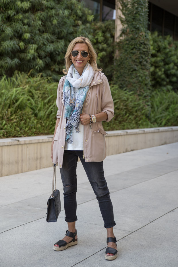 casual look with lang tan cargo jacket