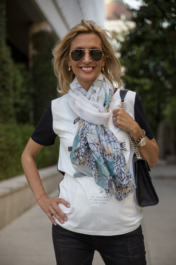 grifflin t shirt and print scarf