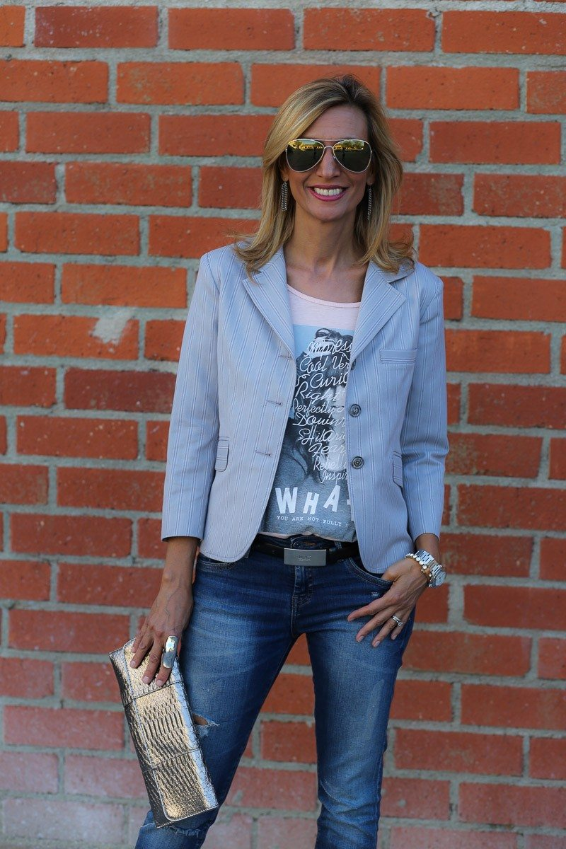 Jacket-Society-transitioning-into-fall-with-our-savannah-stripe-blazer-8992
