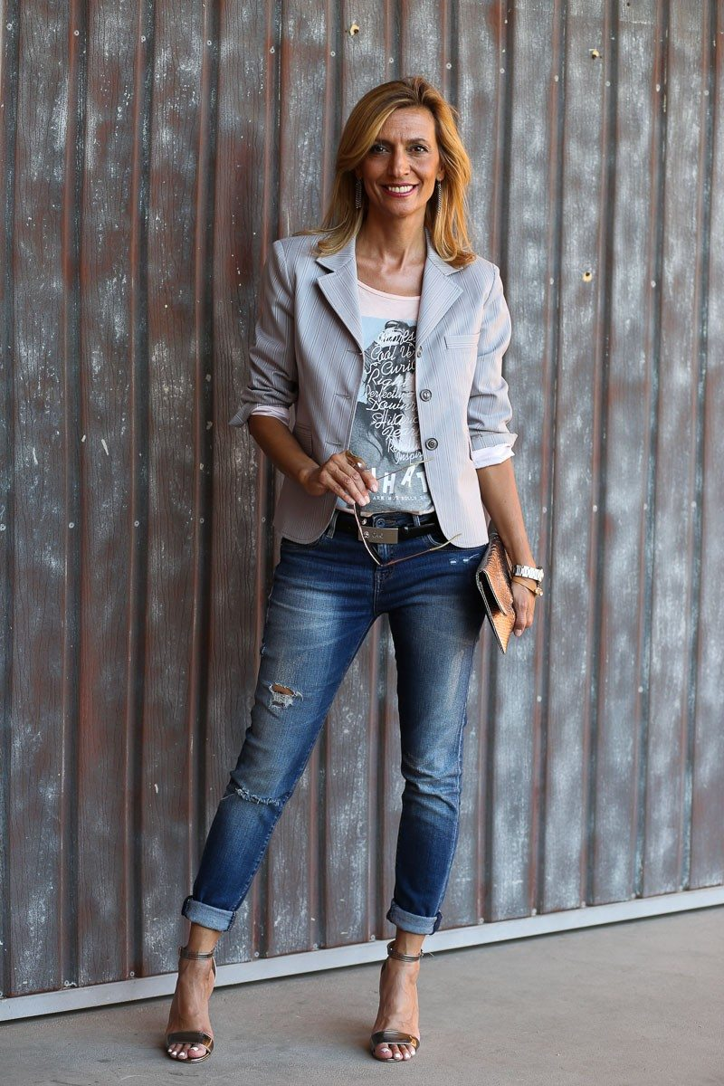 Jacket-Society-transitioning-into-fall-with-our-savannah-stripe-blazer-9007