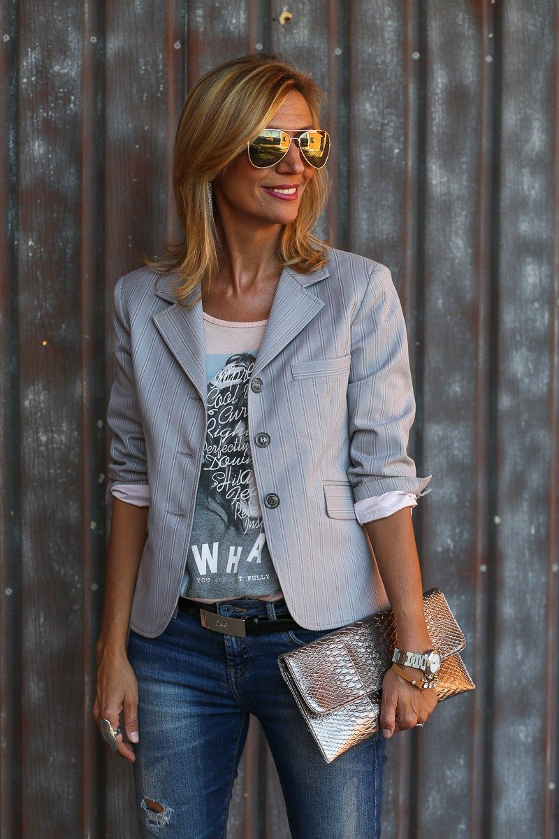 Jacket-Society-transitioning-into-fall-with-our-savannah-stripe-blazer-9011