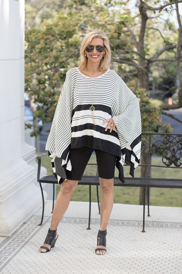 Black and white stripes for a stylish summer Look