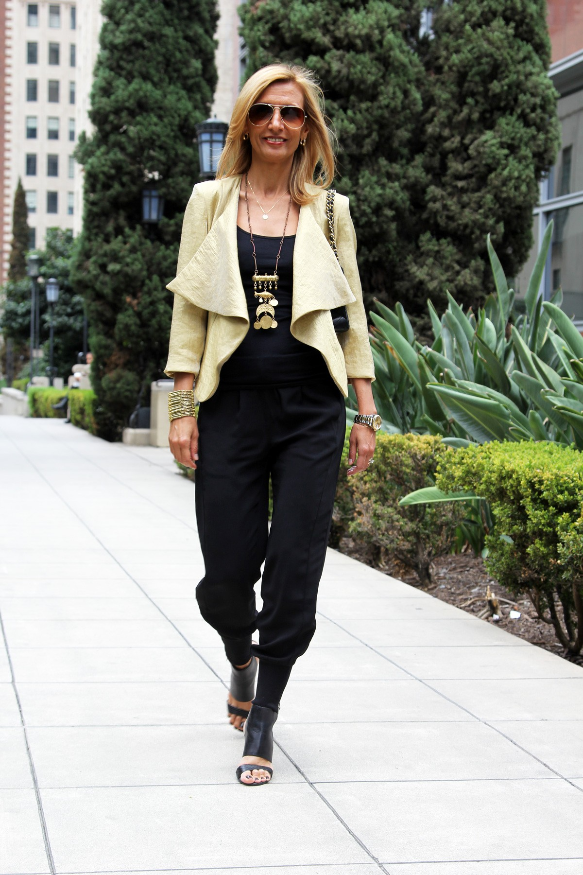 visiting-downtown-los-angeles-wearing-my-soleil-jacket-www.jacketsociety.com(7)