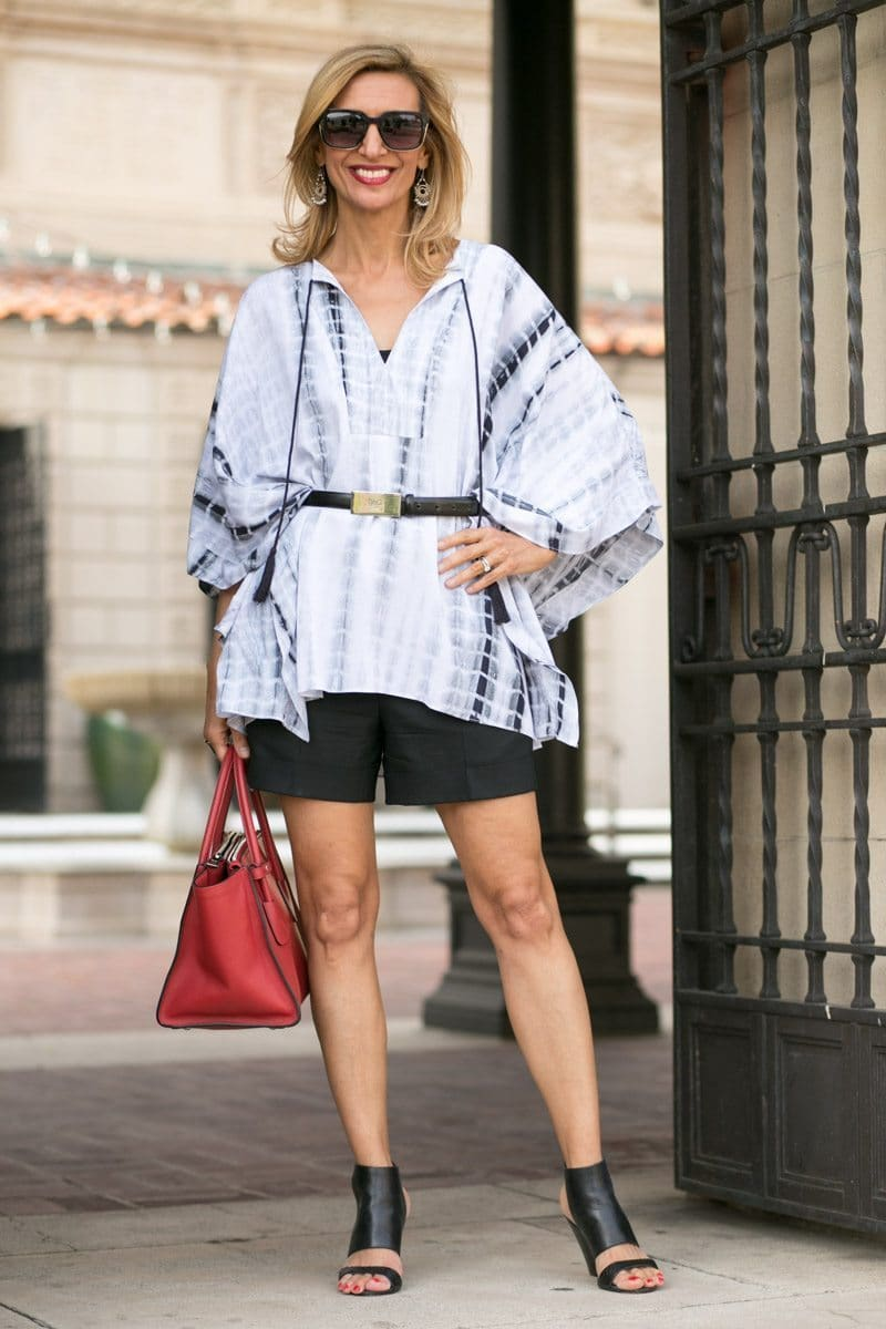 black and white rayon fabric kaftan top works great as a cover up